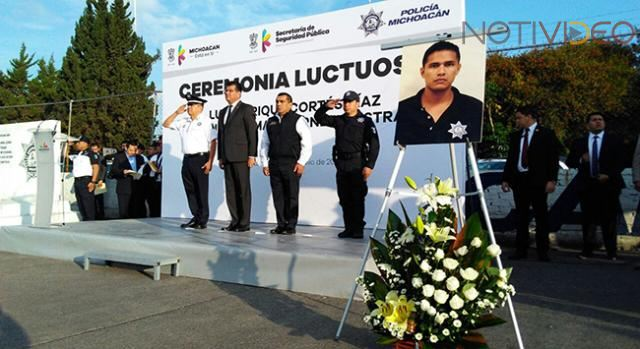 Rinden homenaje a policías caídos en Michoacán